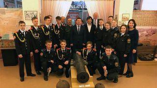 Каменские десантники и кадеты приняли участие во встрече с потомком Витуса Беринга