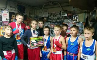 Юные каменские боксеры вернулись из Серова с победой!